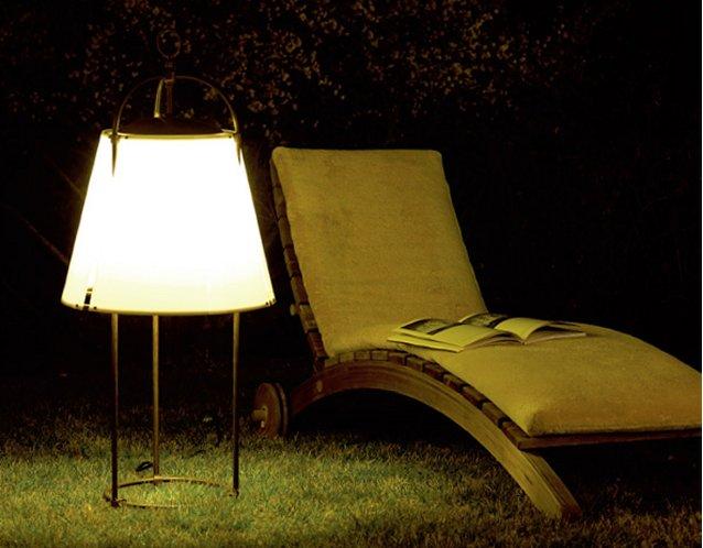 IBISCUS ist mobil für die Beleuchtung beliebiger Gartenbereiche
