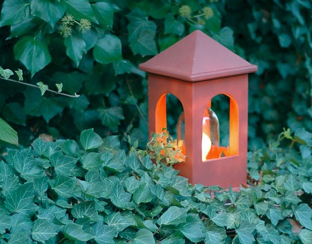 DENK Lichthaus Sockelleuchte aus CeraNatur®-Keramik in cottorot