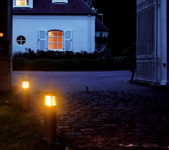 Licht in der Dunkelheit gibt uns Sicherheit und Geborgenheit