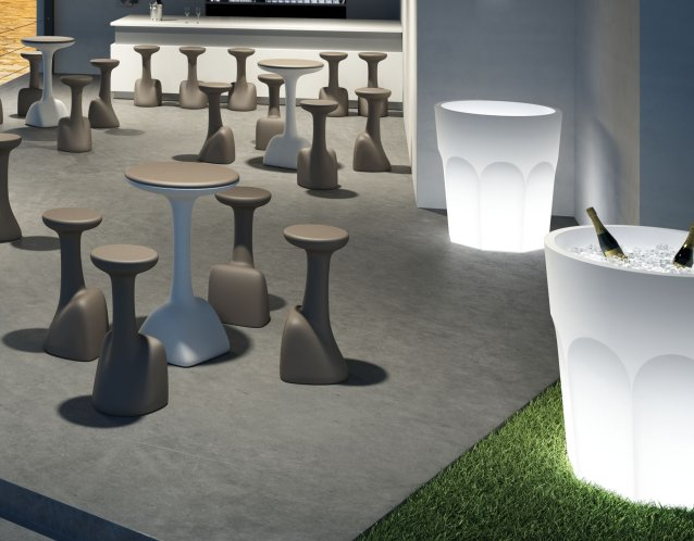 CUBALIBRE Leuchten, hier auch als Kühlbehälter, sorgen für eine romatische Atmosphäre