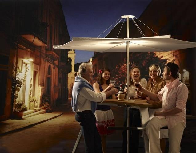 ABACHUS Stehtisch mit Sonnenschirm InUmbrina. Die ideale Art, zusammen mit Ihren Freunden Bacchus zu huldigen.