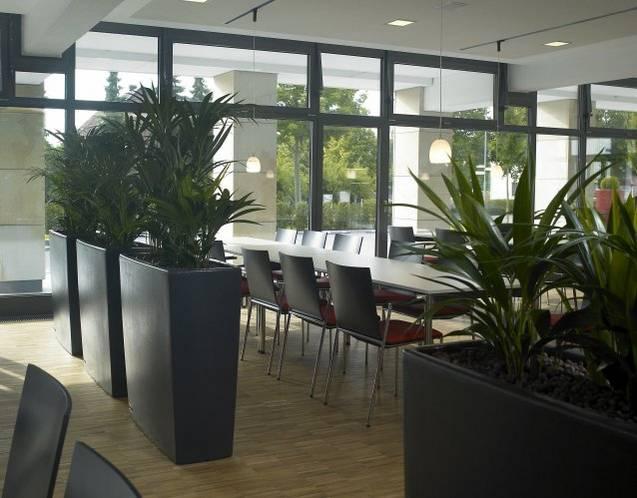 TREVIA Pflanzbank als Sichtschutz in Strukturoptik, lackiert in anthrazit