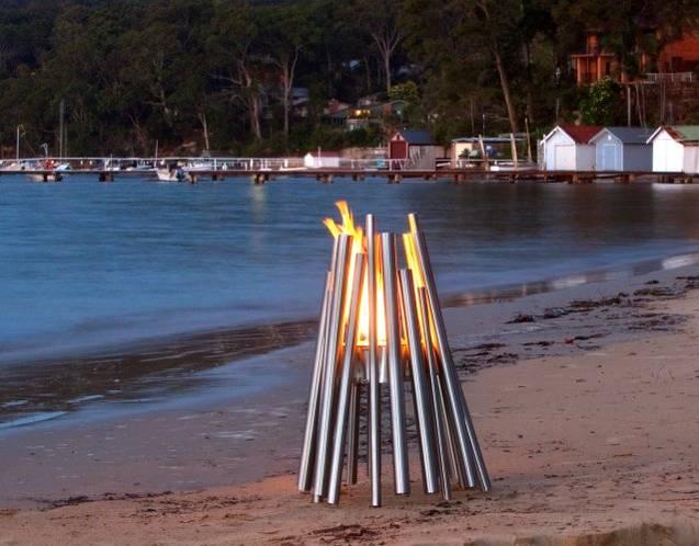 die EcoSmart™ Fire STIX Feuerstelle begeistert mit ihren hellen Flammen
